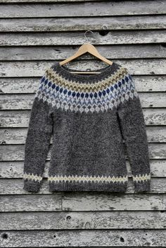 Ravelry: Solea7's Treysta * Test * Hand Knitted Sweaters, Knitted Poncho, Knitted Hats, Crochet Shoes, Knit Crochet, Knitting Designs, Knitting Patterns, Harry Potter Knit, Icelandic Sweaters