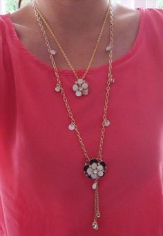 2-tier black and white flowers necklace