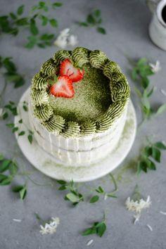 Matcha berry layer cake with mascarpone Matcha Ice Cream, Matcha Green Tea, Green Tea Recipes, Sweet Recipes, Homemade Desserts, Dessert Recipes, Matcha Cake, Gorgeous Cakes, Love Cake