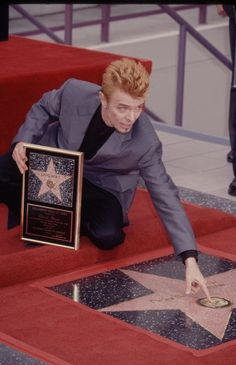 """While some might claim that <a href=""""http://www.biography.com/people/david-bowie-9222045"""">David Bowie</a>'s left-handedness made him a """"Space Oddity,"""" we say it's just part of what brought him """"Fame."""""""
