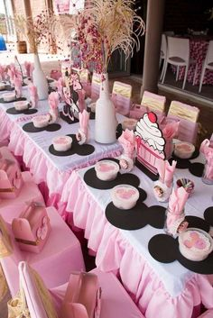 Minnie Mouse - pink and gold Birthday Party Ideas - Party & Wedding Minnie Mouse Table, Minnie Mouse Theme Party, Minnie Mouse 1st Birthday, Minnie Mouse Baby Shower, Minnie Mouse Pink, Mouse Parties, Minie Mouse Party, Minnie Mouse Favors, Mickey Party