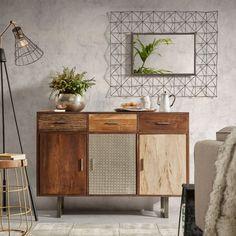 Madia con tre cassetti e tre ante. Frontali realizzati in diverse sfumature di legno, in tasselli grezzi di legno incastonati e in metallo.