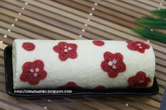 SiewHwei's Kitchen - cherry blossom floral decorated swiss roll