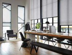 Rullakaihtimilla voi muokata loft-työtilan valaistusta sekä lisätä näkösuojaa. #etuovisisustus #tekstiilit #luxaflex