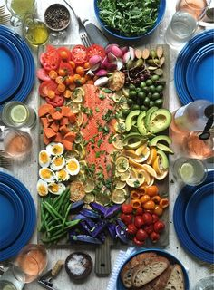 Roasted Salmon Niçoise Salad Board {recipe} – Californiçoise Knows How to Party… Salat Nicoise, Salmon Nicoise Salad, Antipasto, Lemon Herb, Roasted Salmon, Cooking Recipes, Healthy Recipes, Food Platters, Charcuterie Board