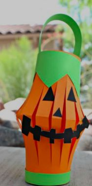 Pumpkin Toilet Paper Roll Lantern Craft ideal for early years Halloween craft in school. Make a pumpkin toilet paper roll lantern with your kids for a Halloween craft! You only need a recycled toilet roll, paper, and tape. Halloween Crafts For Kids To Make, Theme Halloween, Halloween Activities, Halloween Projects, Holidays Halloween, Halloween Diy, Easy Projects, Halloween Labels, Halloween Stuff