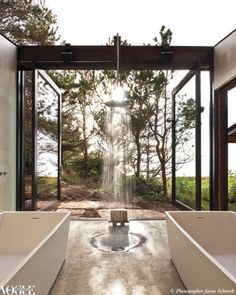 Open air bathroom, not for the faint hearted or those with close neighbors! Love the wood accents! #bath #home #decor
