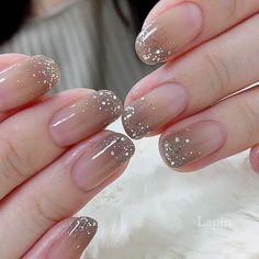 In the hot summer you need a transparent color nail to cool down. Transparent color, clean and fresh, simple and natural, has a pleasing feeling. In the hot summer, transparent nails are the first choice for manicure. Diy Nails Manicure, Chic Nails, Stylish Nails, My Nails, Glitter Manicure, Soft Nails, Fancy Nails, Pretty Nails, Clean Nails
