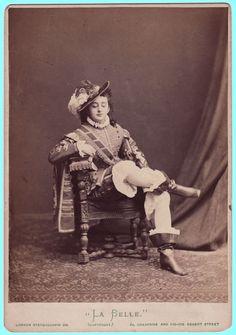 На балу великий князь Никола (Константинович) Романов познакомился с американской танцовщицей Фанни Лир