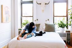 BED BY WINDOW alexandra-king-park-slope-BEDbrooklyn-nyc-apartment-mysqft-bed-detail-with-cat-2