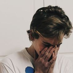 Isak being shy and so in love❤ #skam #SKAM #isakvaltersen #evenbechnæsheim #evak #noorasætre #vildehellerud #sanabakkoush #chrisberg #jonasnoahvasquez #williammagnussen #eskildtryggvason #lisateige #ulrikkefalch #noorhelm #tarjeisandvikmoe #marlonlangeland #henrikholm #skamfans #rubydagnall