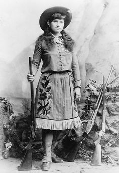 Annie Oakley born Phoebe Ann Moses ~ Annie was an American sharpshooter & exhibition shooter. Her amazing talent led to a starring role in Buffalo Bill's Wild West show, which propelled her to become the first American female superstar. Vintage Cowgirl, Cowgirl Chic, Cowgirl Style, Into The West, Cowboys And Indians, Le Far West, We Are The World, Women In History, Old West