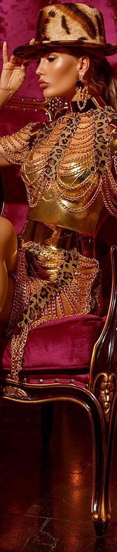 ❈Téa Tosh❈ It's a Jungle #teatosh 23b Metal Fashion, Unique Fashion, Vip Group, Take A Seat, Fashion Accessories, Take That, Beautiful Women, Animal Prints, Elegant