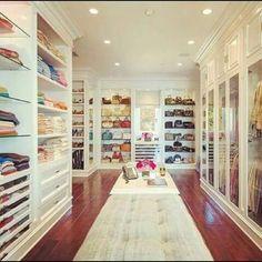 Decoration dream master bedroom closet with dream master closet Walk In Closet Design, Closet Designs, Wardrobe Design, Small Wardrobe, Celebrity Closets, Celebrity Houses, Casa Jenner, Kylie Jenner, Placard Design