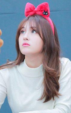 Jeon Somi ( 전소미 ) Best Photos Collection - The K-Pop Chart Kpop Girl Groups, Korean Girl Groups, Kpop Girls, Jeon Somi, Elegant Wedding Hair, Cute Faces, Queen, Ulzzang Girl, Korean Beauty