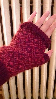 Ravelry: msbohlander's Fingerless Mitts  Pattern: Endpaper Mitts Yarn: Blue Sky Alpacas Sport Weight Yarn