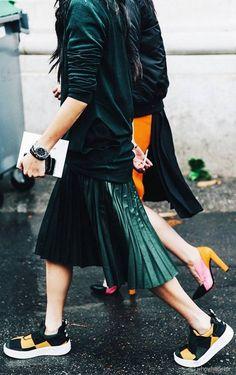 Jupe plissée et slip-on version couture