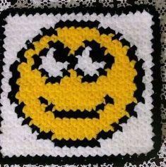gulen-yuz-emoji-lif Baby Knitting Patterns, Knitting For Kids, Emoji, Superhero Logos, Diy And Crafts, Kids Rugs, Placemat, Decorated Flip Flops, Scrappy Quilts