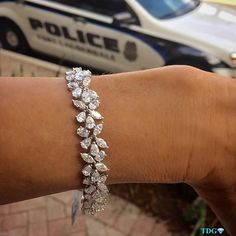 SERIOUSLY - IF THAT POLICE CAR WASN'T THERE, I WOULD HAVE MADE A RUN FOR IT!!! Love everything about this @levinsonjewelers…