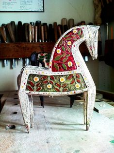 Ceramic Animals, Ceramic Art, Boho Cushions, Scandinavian Folk Art, Indian Folk Art, Insect Art, Carving Designs, Pottery Sculpture, Horse Sculpture