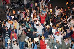 A Cooperifa realiza pela oitava vez a Chuva de Livros, iniciativa que distribui obras de diversos gêneros para o público presente no sarau. A entrada é Catraca Livre.