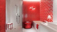 Мозаика в ванной комнате в красных тонах