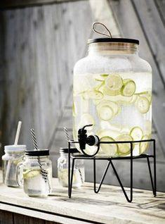 Deze limonade tap met standaard valt niet te ontbreken. Een echte must have als je een feestje of barbecue. #tap #limonadetap #keuken