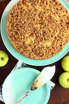 Juhlatarjoilujen kirjoittaminen jatkuu tällä pehmoisella omenapiirakan ohjeella. Haluan aina leipoa juhliin mahdollisimman paljon erilais...