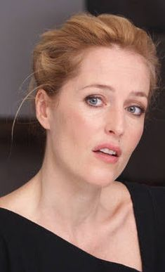 Gillian Anderson, Scully, The Crown, Famous People, Actresses, Red, Beautiful, Female Actresses, Celebrities