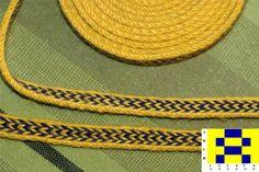 tablet weaving pattern by Raaness, for 4 and 6 tablets. Inkle Weaving, Inkle Loom, Card Weaving, Celtic Crafts, Medieval Crafts, Tablet Weaving Patterns, Hemp Yarn, Braids With Weave, Woven Belt