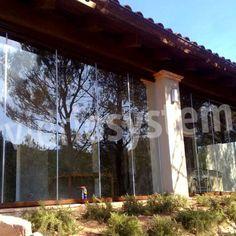 Cerramiento con cortinas de cristal en Segovia