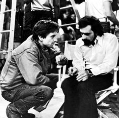 Martin Scorsese Above he's pictured confering with Robert De Niro on the set of Taxi Driver in 1976 Martin Scorsese, Taxi Driver, Hollywood Actor, Classic Hollywood, Hollywood Usa, Great Films, Good Movies, Cannes, Cybill Shepherd