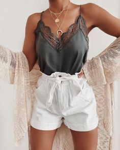 Summer outfit guide - 10 Wardrobe Essentials Every Stylish Woman Needs In Her Closet (Can't Live Without) – Summer outfit guide Casual Summer Outfits, Spring Outfits, Trendy Outfits, Tumblr Summer Outfits, Outfit Summer, Summer Clothes, Chic Outfits, Classy Outfits, Cute Shorts Outfits