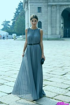 15 Tremendous Charming Pleated Dresses and Skirts New Fashion, Girl Fashion, Womens Fashion, Fashion Articles, Pleated Skirt, Pleated Dresses, Cute Girls, What To Wear, How To Look Better