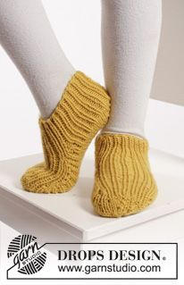 "Bernie's Socks - Knitted DROPS slippers with rib in ""Merino Extra Fine"". - Free pattern by DROPS Design"