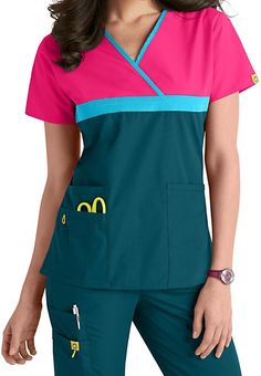 WonderWink Scrubs top features a y neckline with contrast Black trim, a solid Yellow top and a Pewter bottom half. Scrubs Outfit, Scrubs Uniform, Stylish Scrubs, Cute Scrubs, Black Scrubs, Medical Scrubs, Nursing Clothes, Scrub Tops, Work Shirts