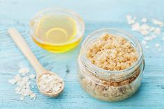 There are many variations on body scrubs made from oatmeal. Try mixing ground oatmeal, rosemary, and lemon juice for a scrub that helps relieve the itch of dry skin. This is a guide about homemade oatmeal scrub. Body Scrub Recipe, Diy Body Scrub, Face Scrub Homemade, Homemade Hair, Homemade Moisturizer, Homemade Beauty, Oatmeal Scrub, Oatmeal Bath, Coconut Oil Body Scrub