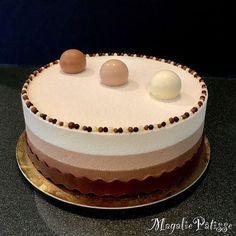 Dessert Three Chocolates to die for! - MagaliePâtisse - Dessert Three Chocolates to die for! Thermomix Desserts, Köstliche Desserts, Sweet Desserts, Plated Desserts, Sweet Recipes, Delicious Desserts, Cake Recipes, Dessert Recipes, Cake Cookies