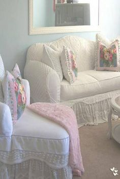 Details of European style homes. - Home Decor Ideas Furniture, Chic Living, Slipcovers For Chairs, Shabby, Chic Decor, Home Decor, Shabby Cottage Style, Shabby Chic Furniture, Shabby Chic Homes