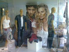Vitrina personalizada Riccieri Jeans da loja Diz q Tem - São Francisco do Sul!