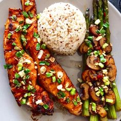 Own recipe, marinated-grilled salmon combined with sauteed green asparagus and mushroom, served with quinoa rice, chopped leek and garlic as topping. Fresh, healthy and tasteful. Won't get enough of it😋  #ownrecipe #freshfood #healtyfood #lovetocook #beautifuldish #grilledsalmon #asparagus #grilledfood #quinoa #rice #foodpics #foodporn #foodie #gezondeten #lekker #lekkergerecht #lekkergerecht
