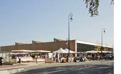Angle sud-ouest de la halle un jour de marché (Photo Guillaume Grasset)