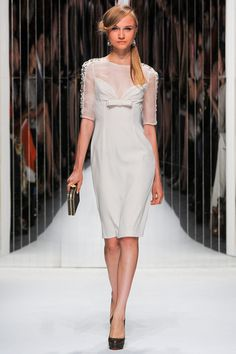 The complete Jenny Packham Spring 2013 Ready-to-Wear fashion show now on Vogue Runway. Jenny Packham, Runway Fashion, Fashion Show, Fashion Design, Style Fashion, Glamour Moda, Little White Dresses, White Fashion, Dress Collection