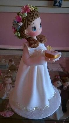 Porcelana Fria - Cold Porcelain - Niña PrimComunión - Girl First Clay Projects, Clay Crafts, Diy And Crafts, Fondant Figures, Clay Figures, First Holy Communion Cake, Clay Baby, Fondant Tutorial, Cute Clay