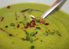 http://www.foodulution.com/wp-content/uploads/2015/02/Mango-Zucchini-Suppe.jpg - LOW CARB, VEGAN & PALEO: Exotische Fünf-Minuten-Zucchini-Mango-Suppe - Diese Suppe bringt einen kleinen exotischen Touch in jede Küche und ist in nur 5 Minuten zubereitet. Dadurch da nur kurz erhitzt werden muss, bleiben darüber hinaus ein Grossteil der Nährstoffe enthalten. Wer unter Schlafstörungen leidet sollte die Suppe als Abendessen zu sich nehmen, denn Mango ...