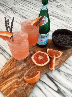 Grapefruit Spritzer: I've been hitting the mocktails hard since finding out I'm pregnant. Basically it just helps me feel included and part of the celebration when I'm… Tonic Cocktails, Mezcal Cocktails, Summer Cocktails, Cocktail Drinks, Fun Drinks, Cocktail Recipes, Grapefruit Cocktail, Grapefruit Juice, Beverages