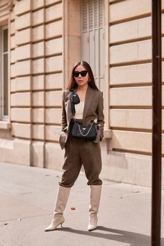 See the Latest Paris Fashion Week Street Style Spring 2020 Paris Fashion, Autumn Fashion, Women's Fashion, Fasion, Daily Fashion, Street Fashion, Beige Suits, Spring Street Style, Simple Outfits