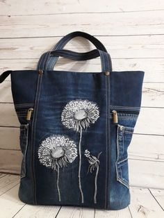 Designer's Tote Pattern – Made from Upcycled Jeans – Form & Fashion America This upcycled denim purse is an attention-grabber. Sewing Pattern to turn your Jeans into a Purse – Form and Fashion America Exceptional 50 Sewing projects are availa Sacs Tote Bags, Denim Tote Bags, Denim Handbags, Denim Purse, Patchwork Bags, Quilted Bag, Artisanats Denim, Embroidery Bags, Recycled Denim