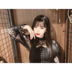[#수진] 네버랜드💜 제가 증말 오랜만에 사진을 올려 보겠습니당 밥은 뭐 잘 챙겨 먹을 거라고 믿고요 오늘도 화이팅 입니다용 Kpop Girl Groups, Korean Girl Groups, Kpop Girls, Extended Play, Beautiful People, Most Beautiful, Soyeon, Soo Jin, Pretty Asian