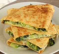Quesadillas de brócoli y queso azul